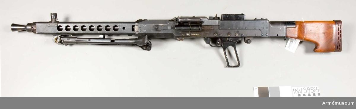 Grupp E IV.  Förändringsmodell av tysk kulspruta m/1942.