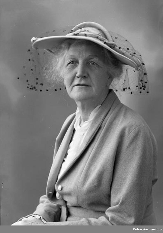 "Enligt fotografens journal nr 8 1951-1957: ""Orr, Fru Ella Spekeröd""."