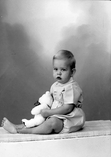 "Enligt fotografens journal nr 9 1958-: ""Strandberg, Per-Anders Box 30 Stenungsund""."