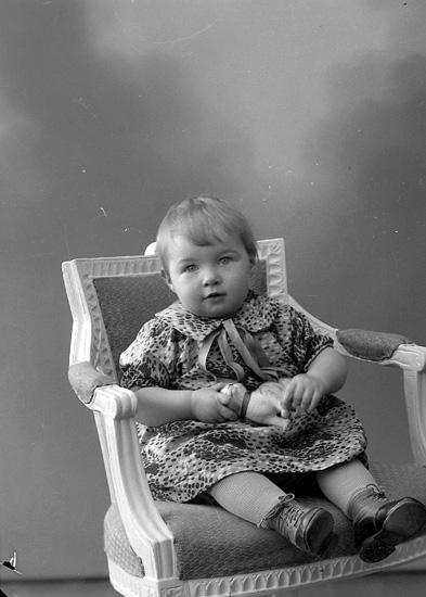 "Enligt fotografens journal nr 6 1930-1943: ""Magnusson, Ulla Kleva Spekeröd""."