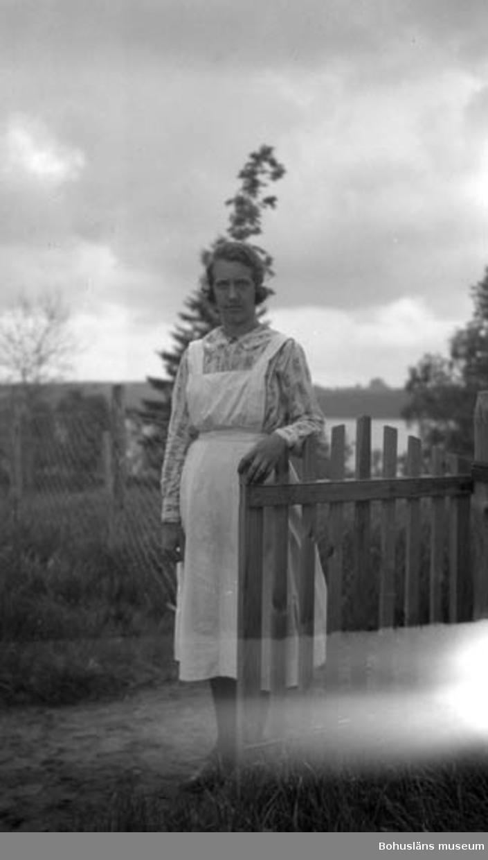 """Enligt fotografens journal nr 5 1923-1929: """"Johansson, Ester Prästgården Dalstorp""""."""
