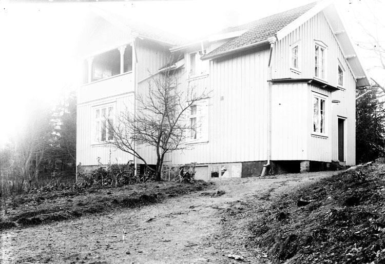 """Enligt fotografens journal Lyckorna 1909-1918: Villan Pardala Aug. Andrén""""."""