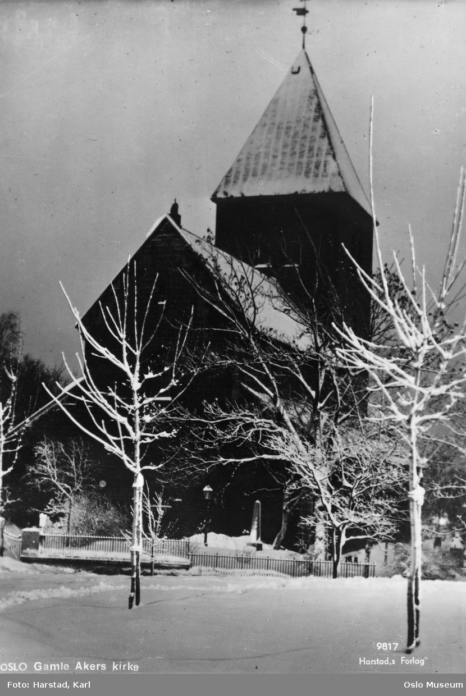 Gamle Aker kirke, snø, nattemørke
