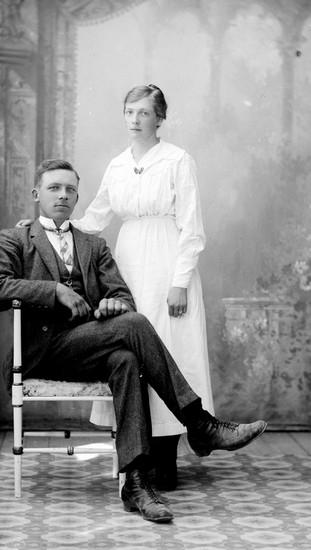 Gunnar Hansson och Ingeborg Johansson, troligen vid deras förlovning