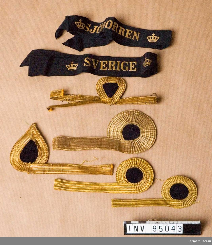 Två hattband och diverse galoner för flottan.