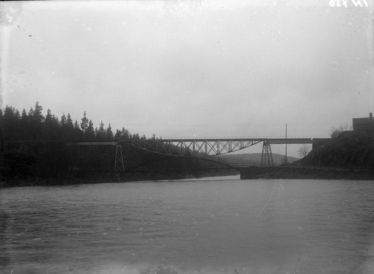 """Enligt tidigare noteringar: """"Järnvägsbro och landsvägsbro vid Ellenö."""""""
