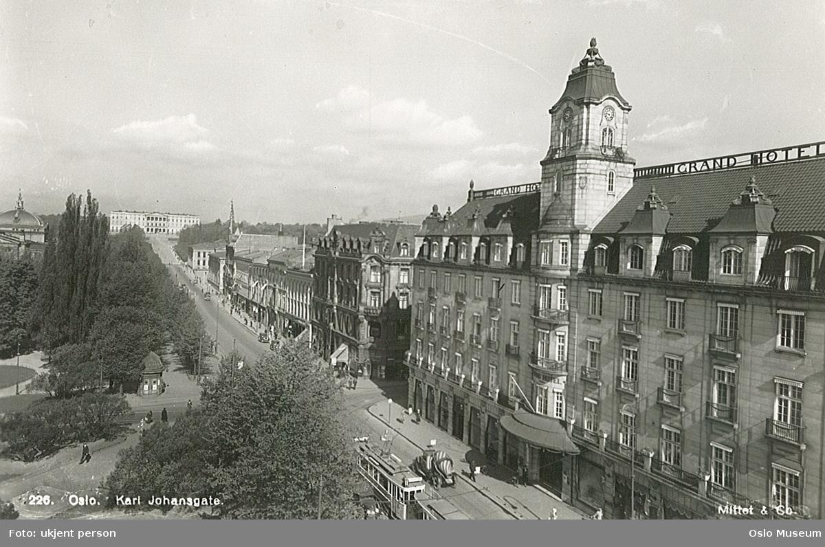 gateløp, gateliv, trikk, mennesker, Grand Hotel, forretningsgårder, park