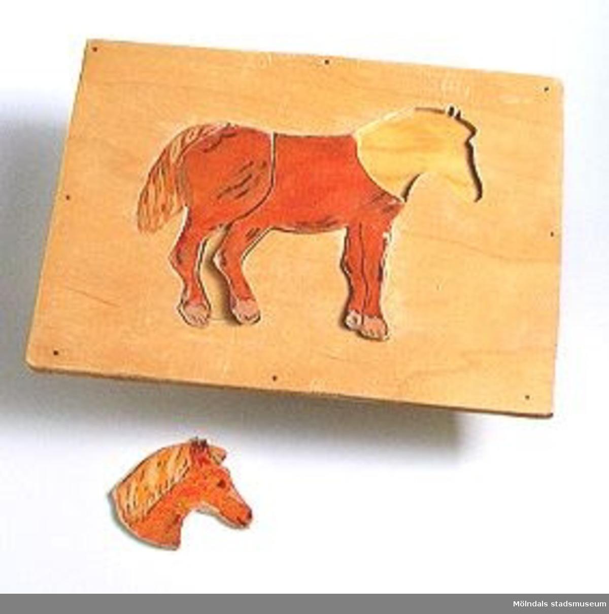 """Kontursågat i plywood, motiv """"häst""""  (dåligt lagad).Ingår i Holtermanska samlingen."""