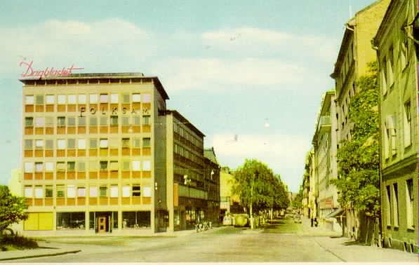 Köpmangatan mot väster, Dagbladet och Folksam till vänster.