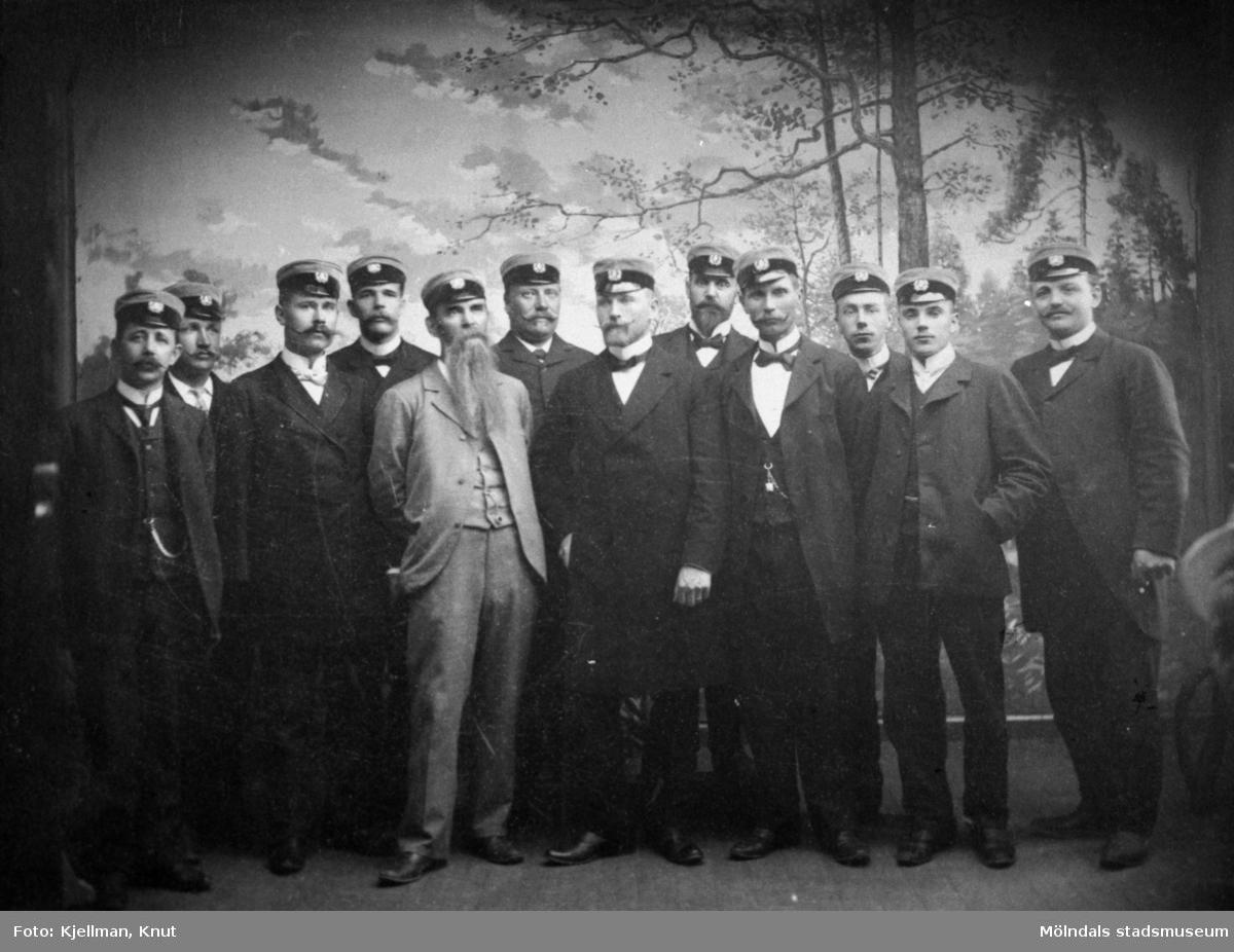 Sångkören Valkyrian, 1899.  Från vänster: Liljeström, Carlsson, Hagstedt, Birger Andersson, Åkerblom, Gustavsson, Björstedt, Kjyllenstjärna, Långström, Berg, Berg, Winsnes.