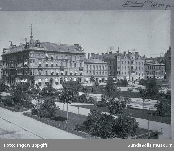 Bilden visar i förgrunden Esplanaden och Vängåvan,i bakgrunden bebyggelse efter Storgatan.Bebyggelsen består av bland annat av det Kihlmanska huset på Storgatan 22 och det Wessenska huset på Storgatan 20 i kvarteret Olympen.