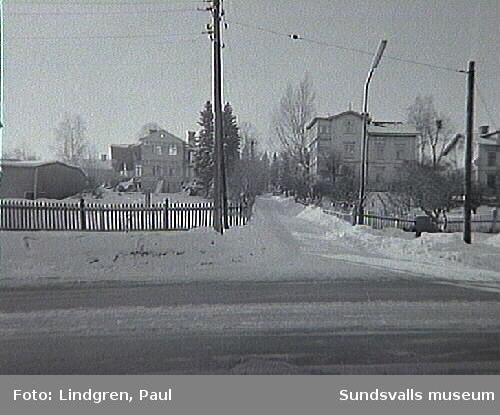 Albäcksgatan 36 och Bergsgatan 39. Rivningsfärdiga hus.