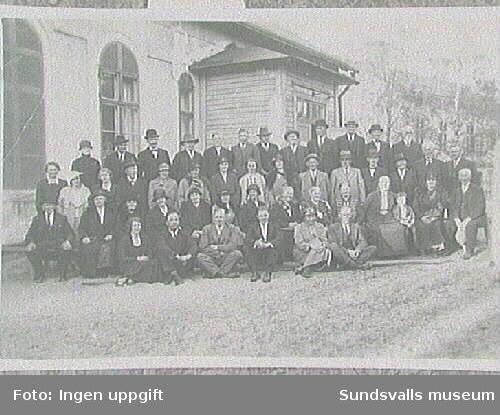 Repro ur fotosamling tillhörande Betlehems-kyrkans sommarhemsförening, Petersvik. Medlemmar i Betlehemskyrkan (Missionsför-samlingen), Sundsvall, 1930-talet
