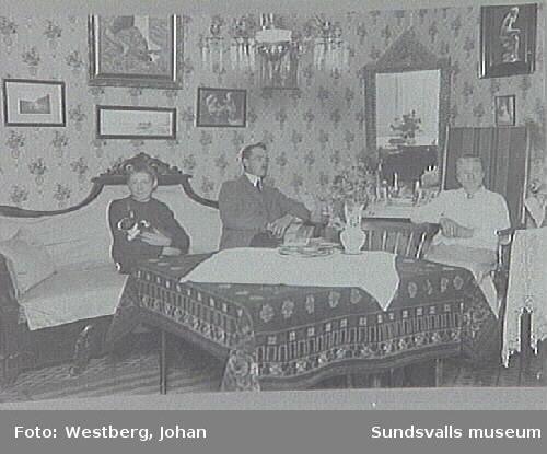 Familjen Andersson i sitt hem i Njurunda