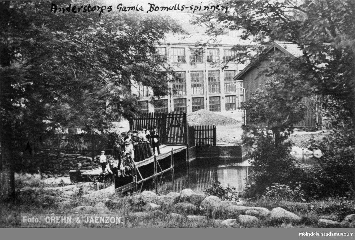 Gamla bomullsspinneriet i Anderstorp, Lindome, ca 1900. Uppfört 1828 och ägdes av Bergman.Spinneriet revs 1917 då verksamheten togs över och flyttades till August Werner & Co år 1907.