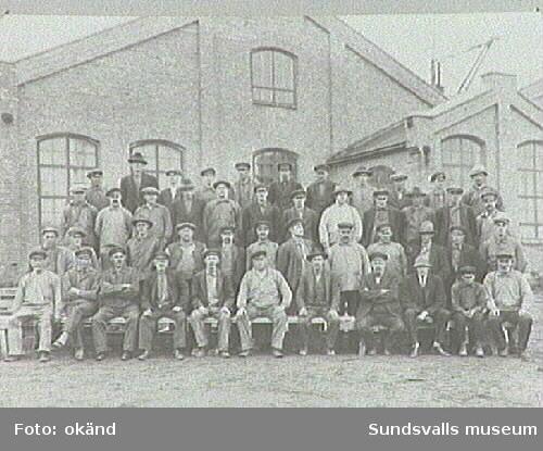 Arbetare vid Svartviks sulfitfabrik.