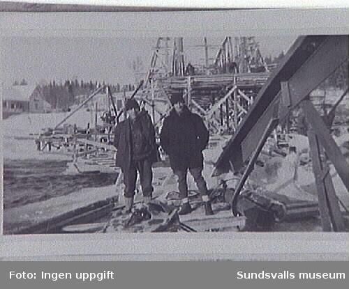 Bygge av bro vid Bergeforsen.