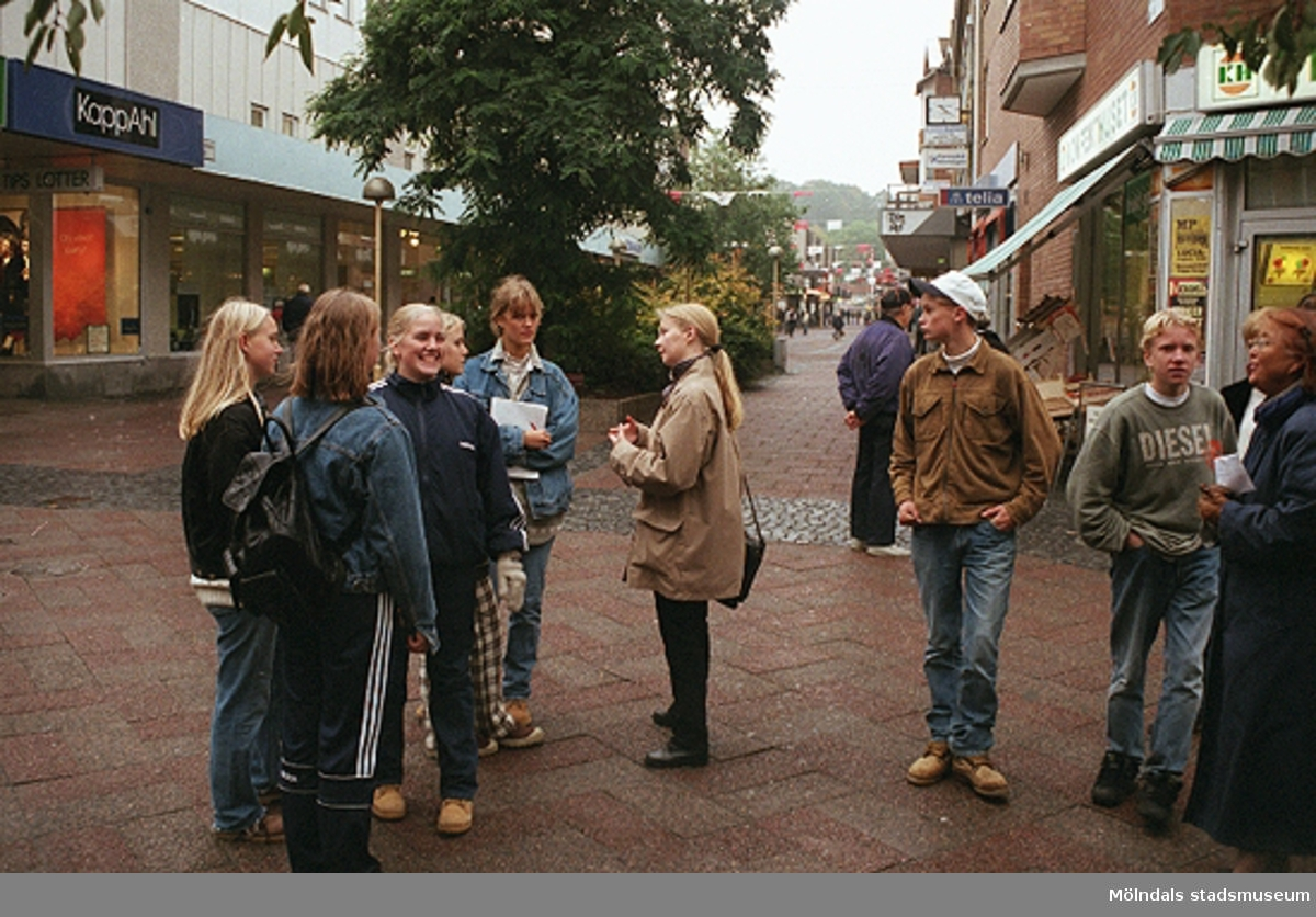 MMF1996:1188-1189 Kvarnbyskolan 9D grupp 3.MMF1996:1190-1208 Kvarnbyskolan 9D grupp 4.MMF1996:1209-1211 Kvarnbyskolan 9D grupp 5.  Se även MMF1996:0913-0940.