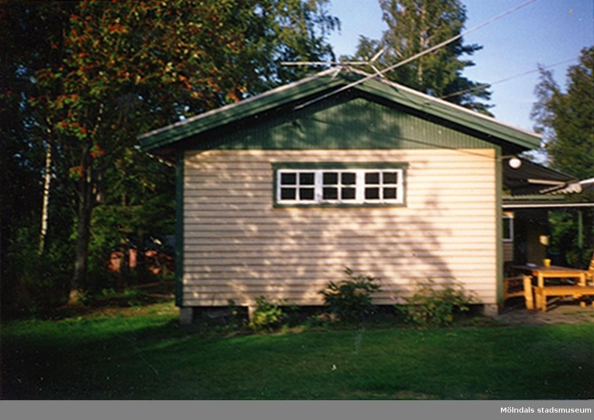 Ett bostadshus.Slätten 6019, Hällesåker 3:70, Lindome januari 2000.