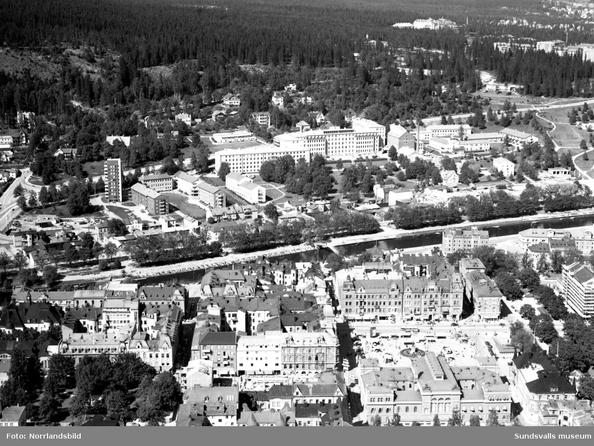 Flygfoto över Stenstaden, torget, Norrmalm och gamla lasarettet.