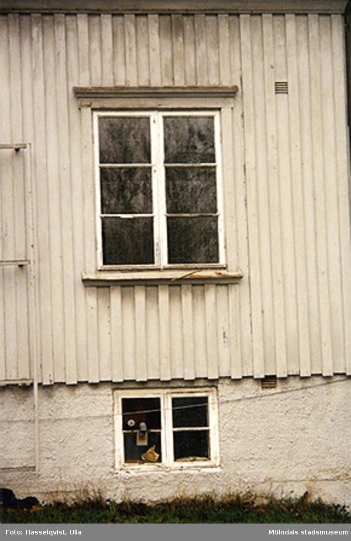 Rivningsdokumentation.Bostadshus på Björkåsgatan 4 i Broslätt, Mölndal. År 2000.