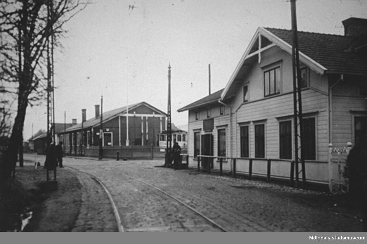 Spårvagnshallarna vid Göteborgsvägen (1) och Kungsbackavägen. Båda vid Mölndalsbro.