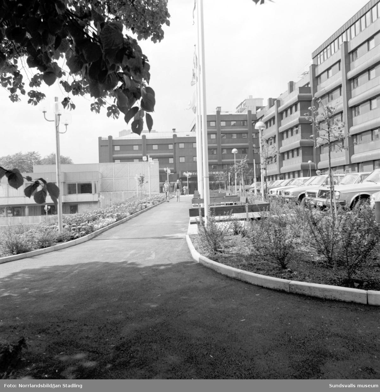 Exteriörbilder av Sundsvalls kommunhus efter upprustningen.