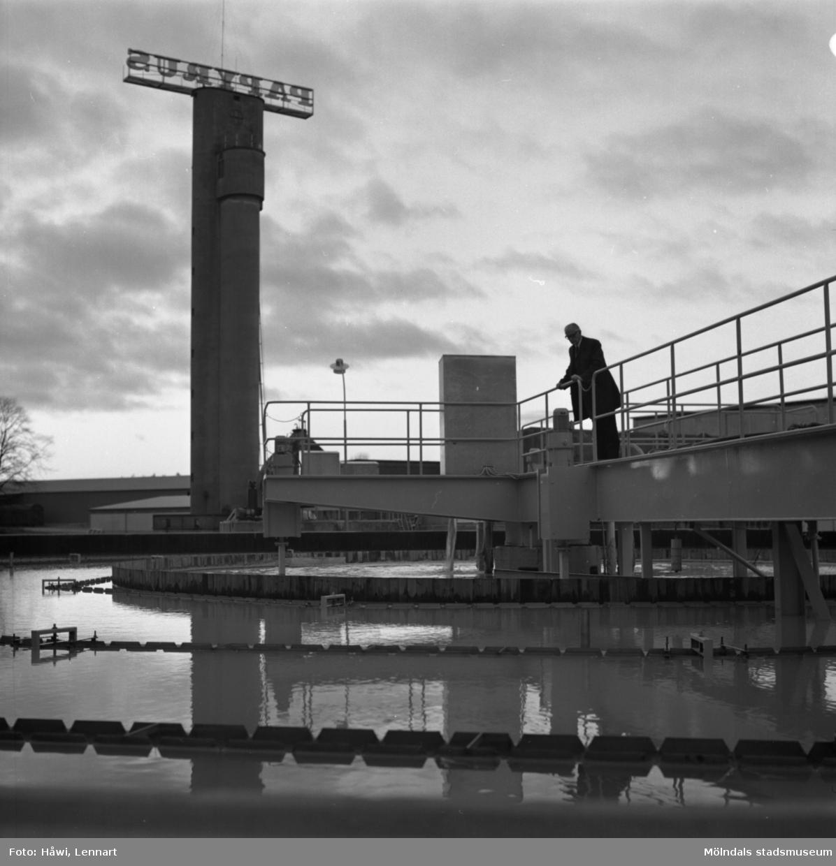 Papyrus direktör William Tibell vid vattenreningsverk på Papyrus i Mölndal, 14/12 1970.