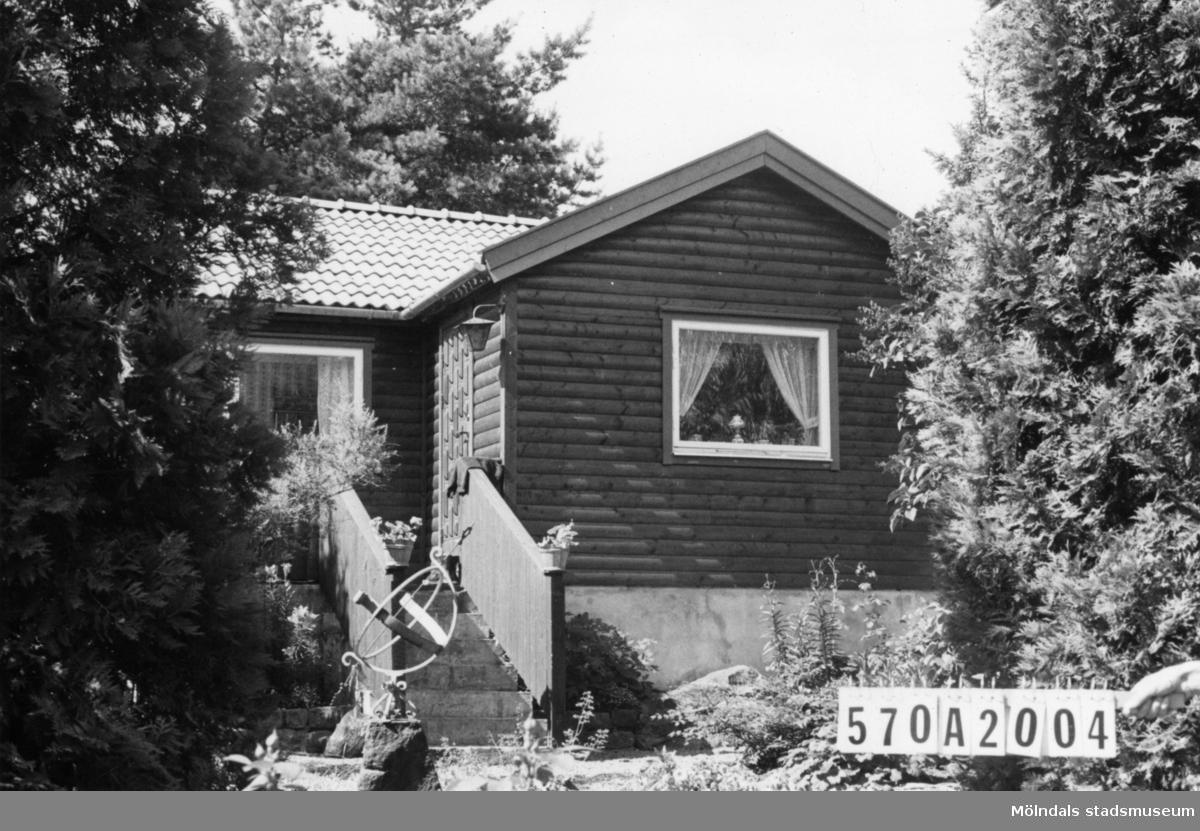 Byggnadsinventering i Lindome 1968. Annestorp 6:39. Hus nr: 570A2004. Benämning: fritidshus och redskapsbod. Kvalitet: mycket god. Material: trä. Tillfartsväg: framkomlig. Renhållning: soptömning.