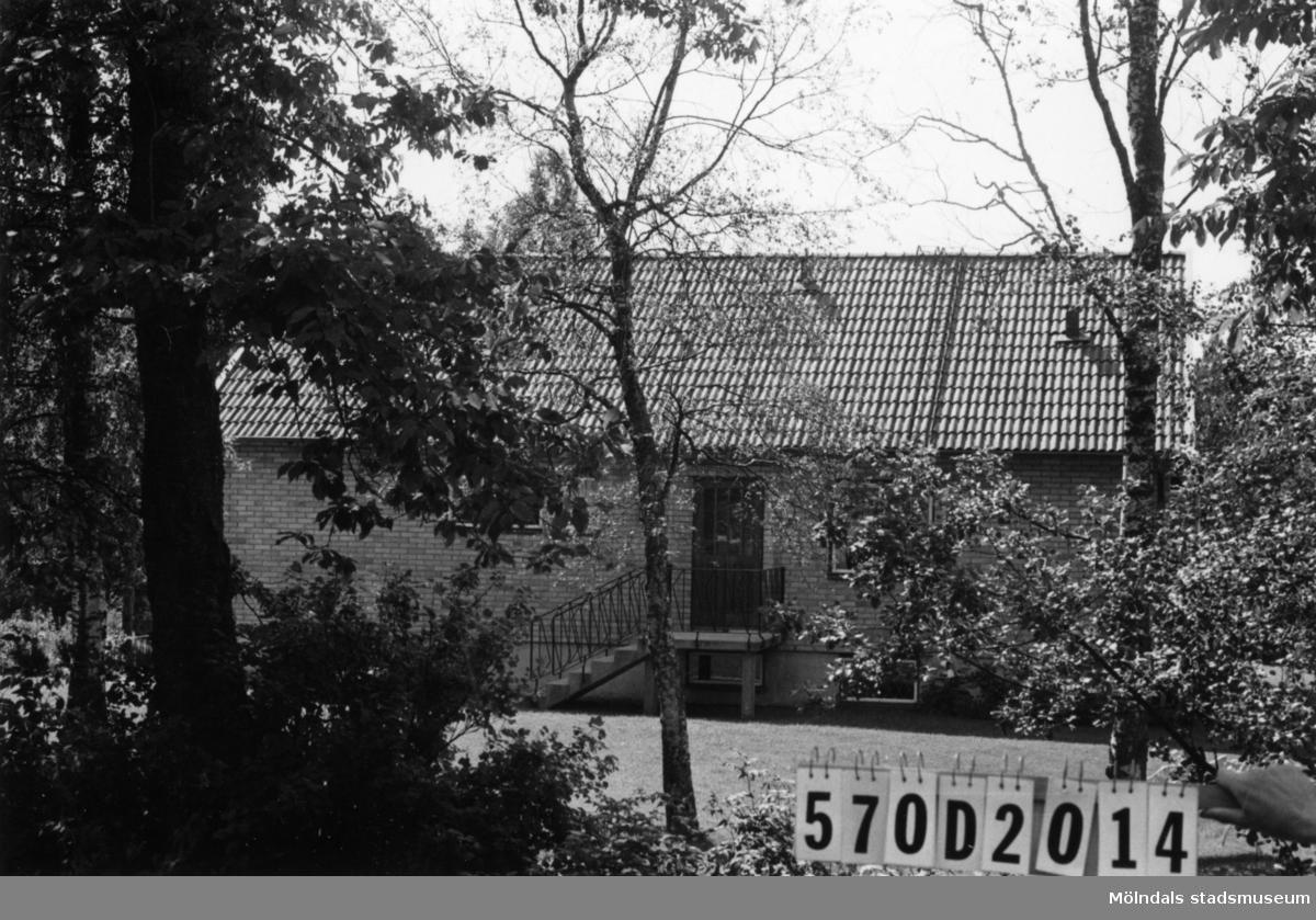 Byggnadsinventering i Lindome 1968. Annestorp 1:89. Hus nr: 570D2014. Benämning: permanent bostad. Kvalitet: mycket god. Material: gult tegel. Tillfartsväg: framkomlig. Renhållning: soptömning.