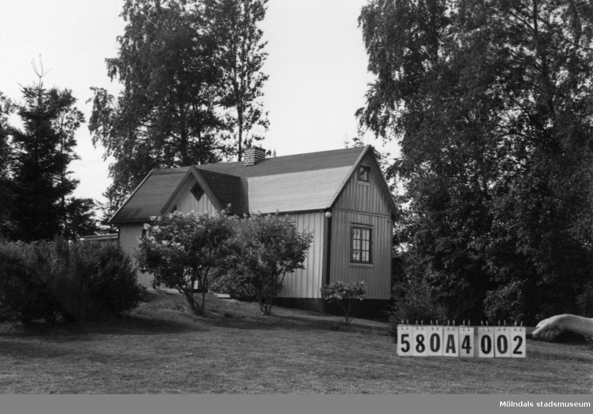 Byggnadsinventering i Lindome 1968. Annestorp 6:50. Hus nr: 580A4002. Benämning: fritidshus, ladugård och två redskapsbodar. Kvalitet, fritidshus: god. Kvalitet, ladugård: mindre god. Kvalitet, redskapsbodar: god, mindre god. Material: trä. Tillfartsväg: framkomlig.
