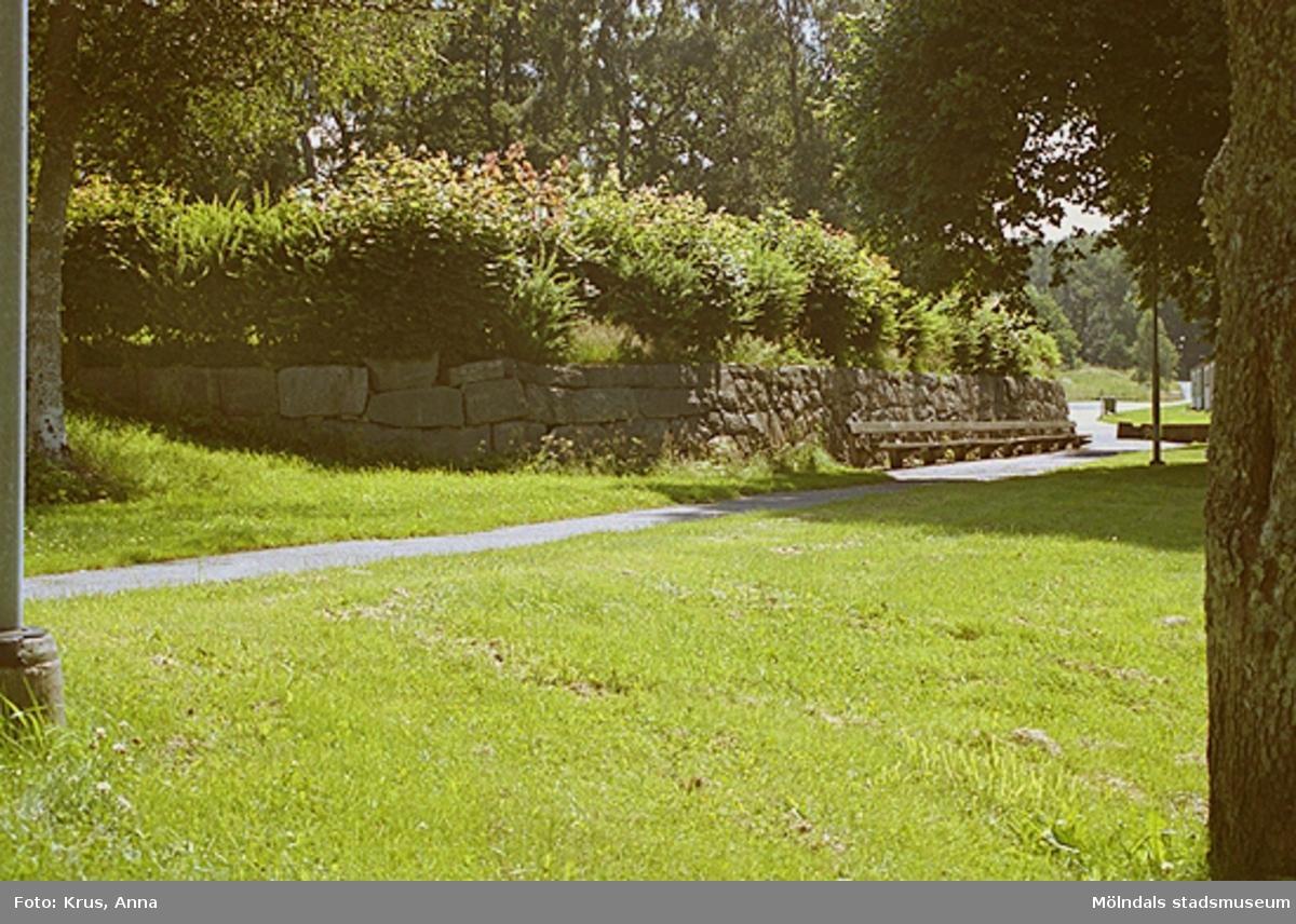 Naturstensmur norr om Änggården. Stretered 1:1.
