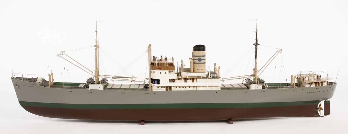 Fartygsmodell. ångfartyget Lena av Stockholm, i block av trä, fullt utrustad, styrbords sida öppen, visande maskin- ooh lastrum. Ettans lastrum tomt, de övriga lastade med styckegods, ettans ooh fyrans luckor öppnade. Inbyggd brygga, två master, två pålmaster, bunkerluckan akter om oval skorsten. Modellen tillverkad av Osgaard Charlottenlund, monterad av museets verkstad.