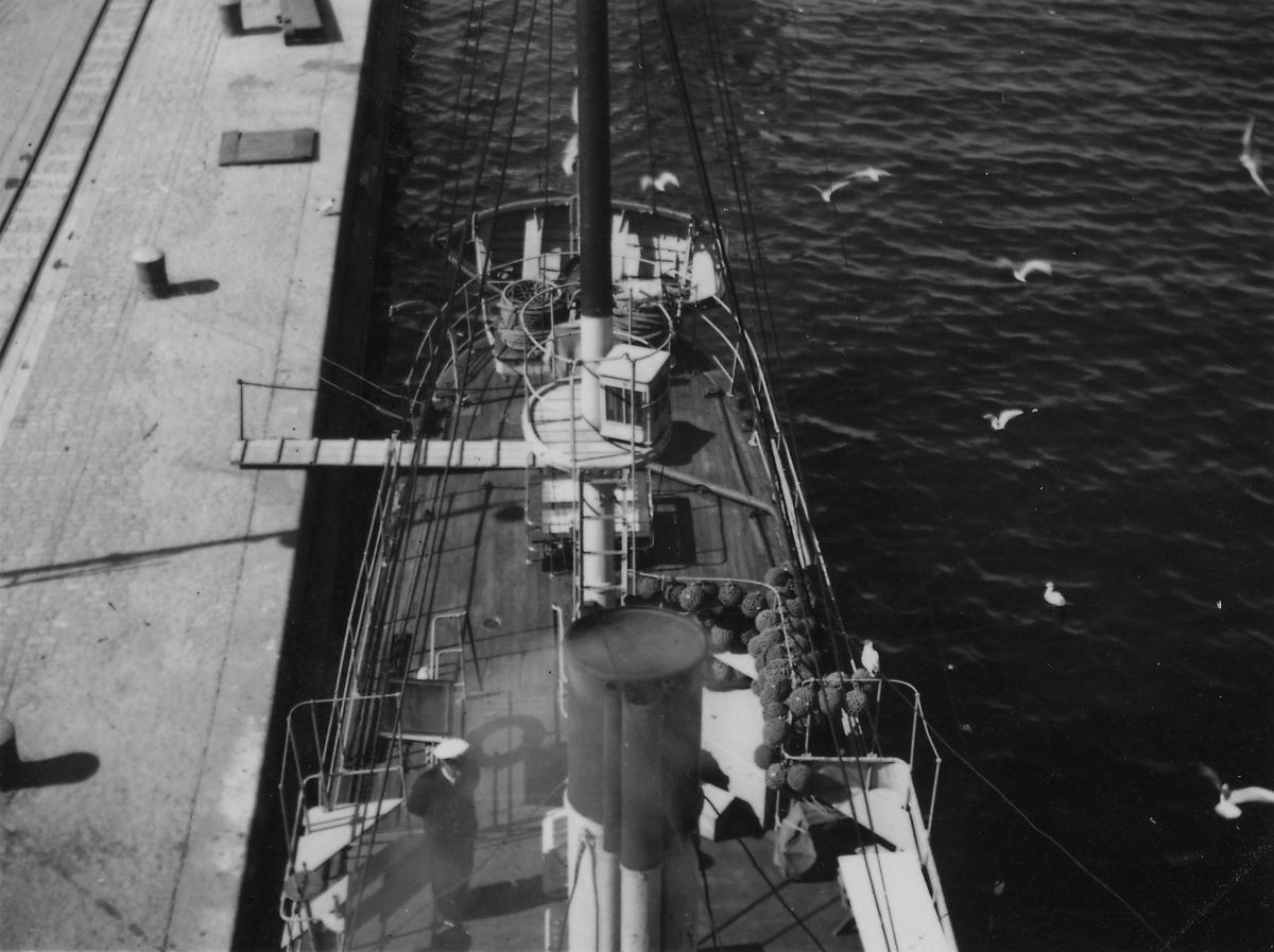 Fartyg: SVALAN                          Varv: Bergsunds MV Övrigt: Aktern, Svalan från masttoppen