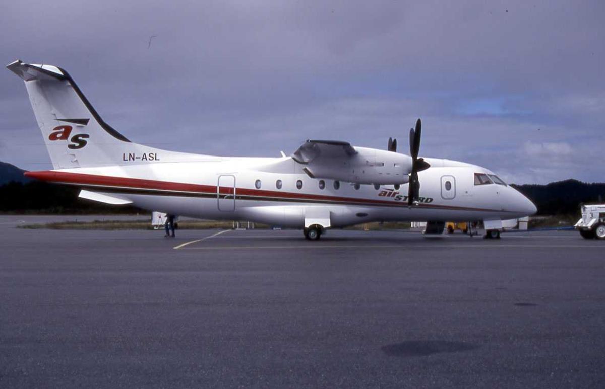 """Ett fly på bakken, Dornier 328-100 LN-ASL """" Macody Lund"""" Fra Air Stord."""
