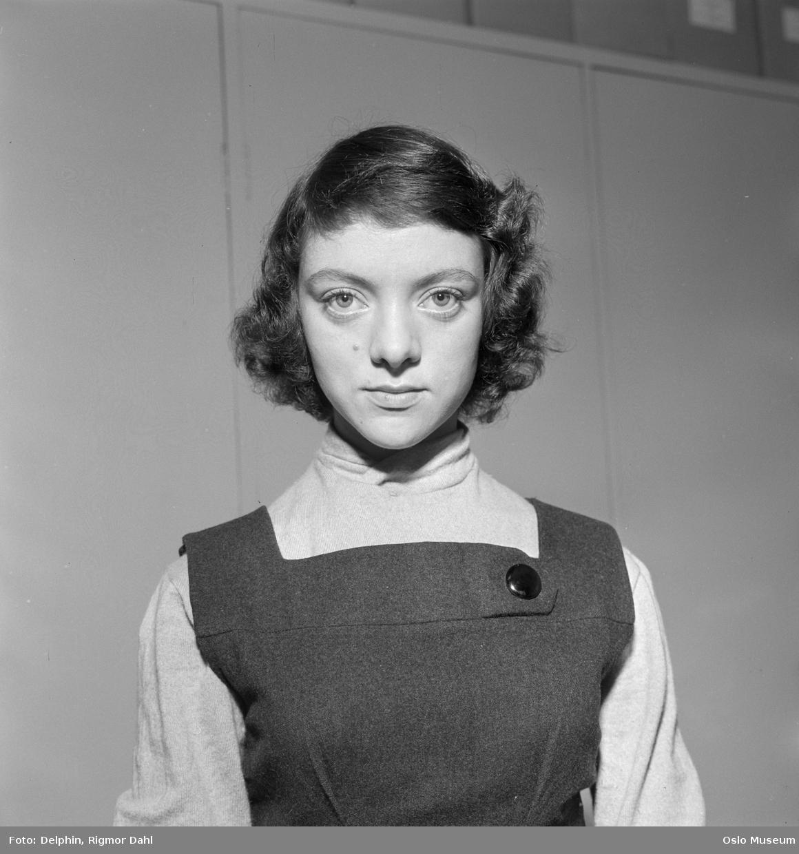 """portrett, kvinne, skuespiller, brystbilde, rollebilde, """"Anne Frank"""" på Folketeatret"""