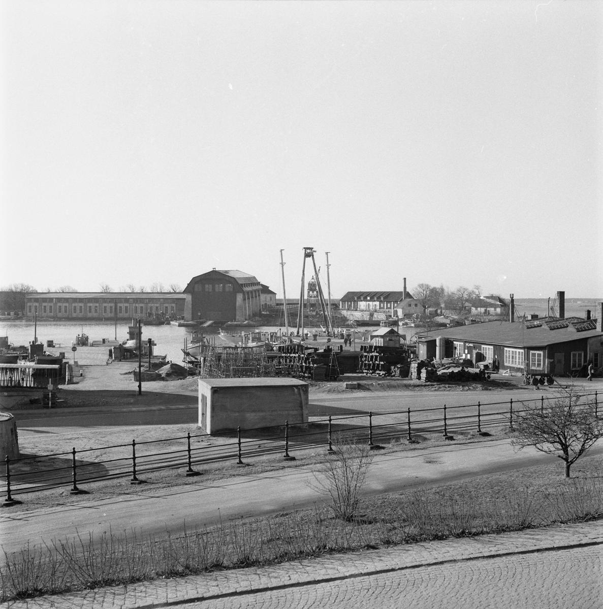 Övrigt: Fotodatum:10/4 1963. Byggnader och Kranar. Kasern Ankarstierna vy mot Wasaskjulet.