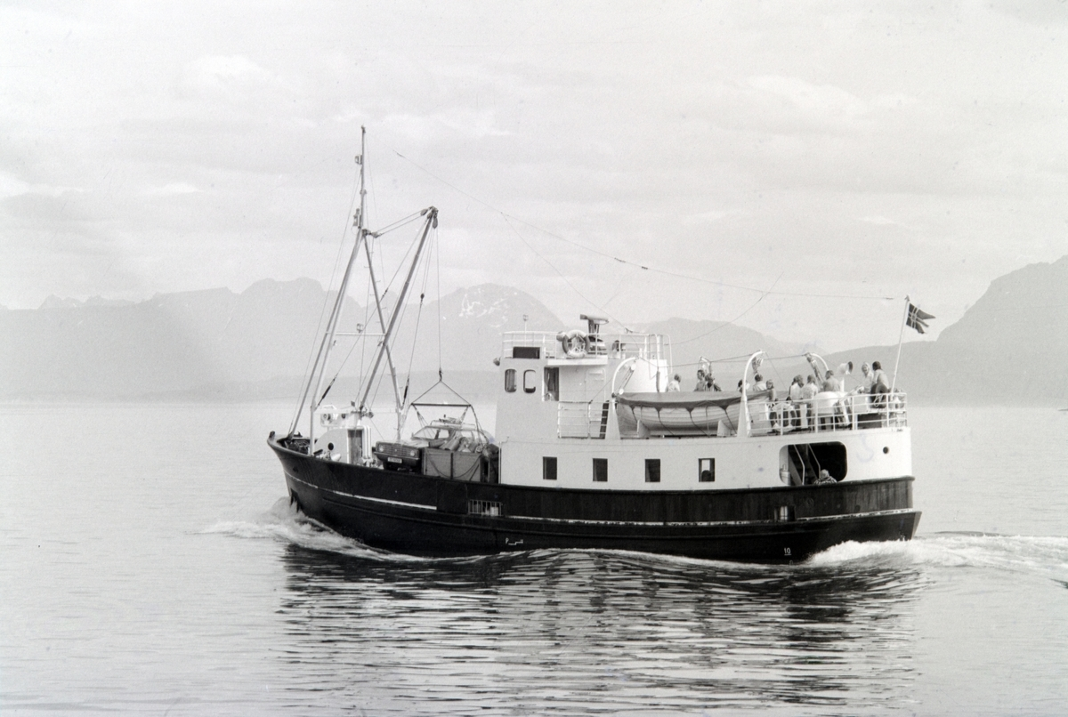 """Ferga """"Grytøy""""  på tur til Grytøya."""
