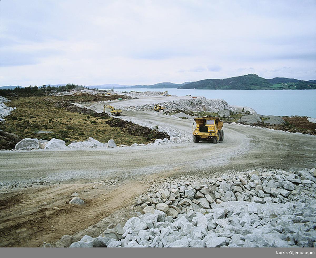 Klargjøring til bygging av beskyttelsesveggene til Ekofisk 2/4 T i Ålfjorden.