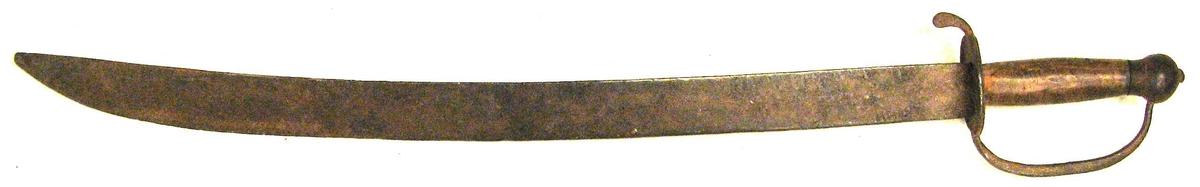 1 Sabel  Hjemmesmidd sabel med haandtak av ribjerk. Længde uten skaft 60,2 cm. Jernknopp i enden, parerplate av jern og jernböile for haandtaket mellem knopp og parerplate.  Gave fra Ingeborg J. Kvam, Aurland.