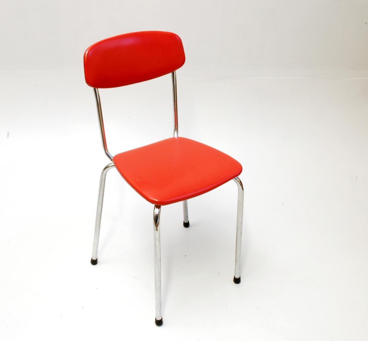 Kjøkkenstol  -  delevis oval ryggplate  -  kvadratisk stolsete, svakt avrunda i hjørna.