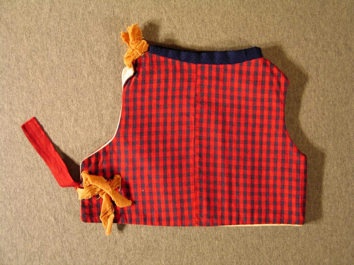 Livstykke i raudt og blått bomullstøy, sett saman av 4 deler. Open i sida og festa med knytte band. For av ubleika lerret.