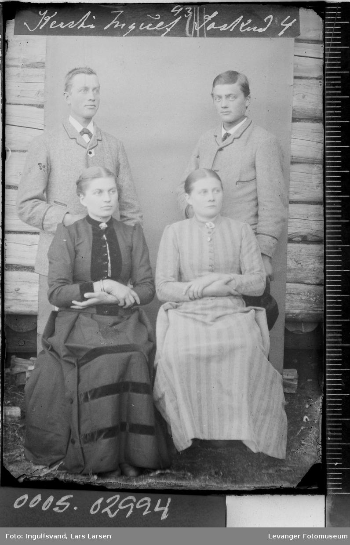 Gruppebilde av fire søsken.