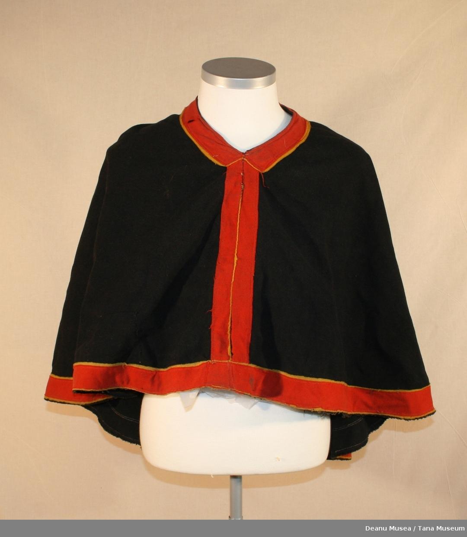 Luhkka i svart ullklede, bred kant i rødt og gult ullklede.