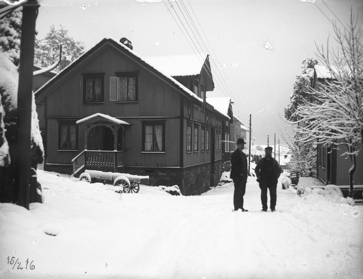 Hus i Biørneveien, vinter. Wischuff sitt hus 15/2-1916