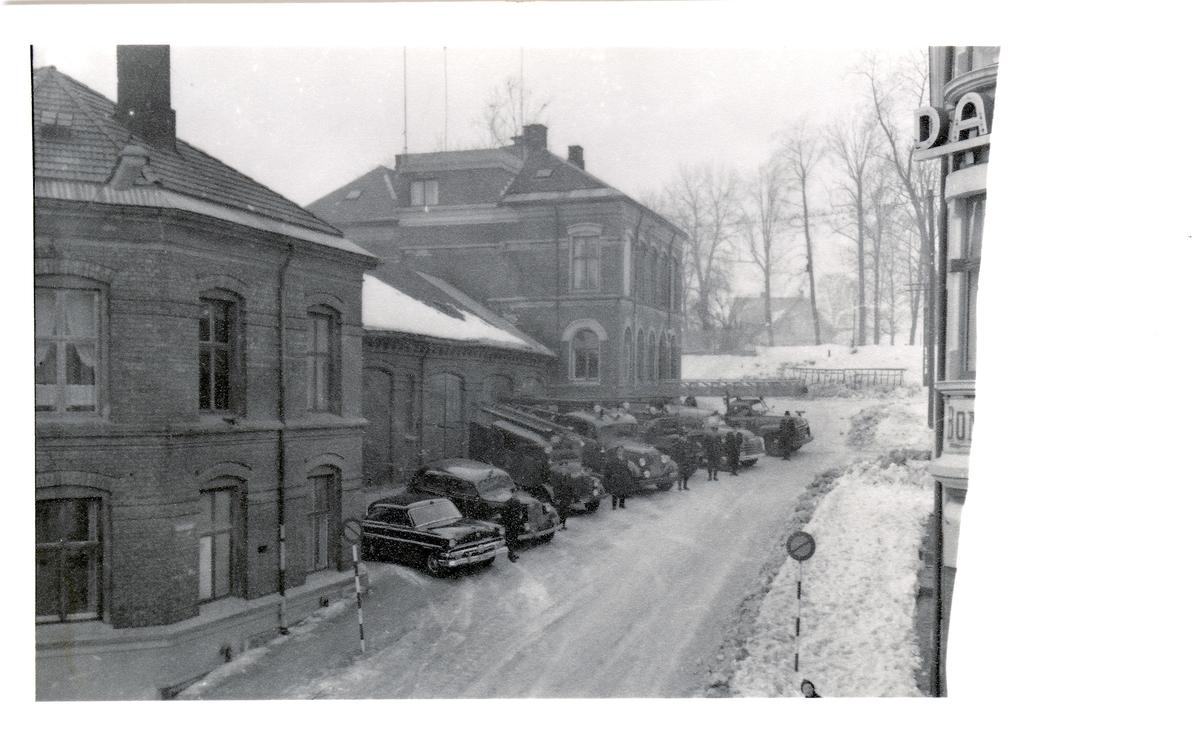 Skien brannstasjon med biler.