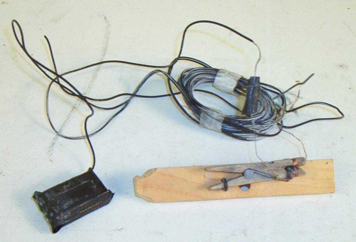 Med bateri og ledning. Klesklype og spiker