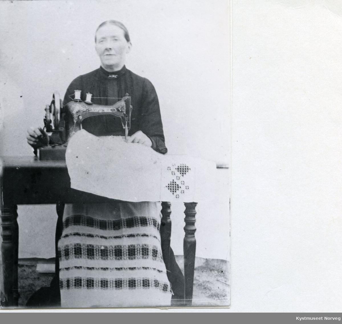 Jensine Knudsen - lintøyerske fra Egan
