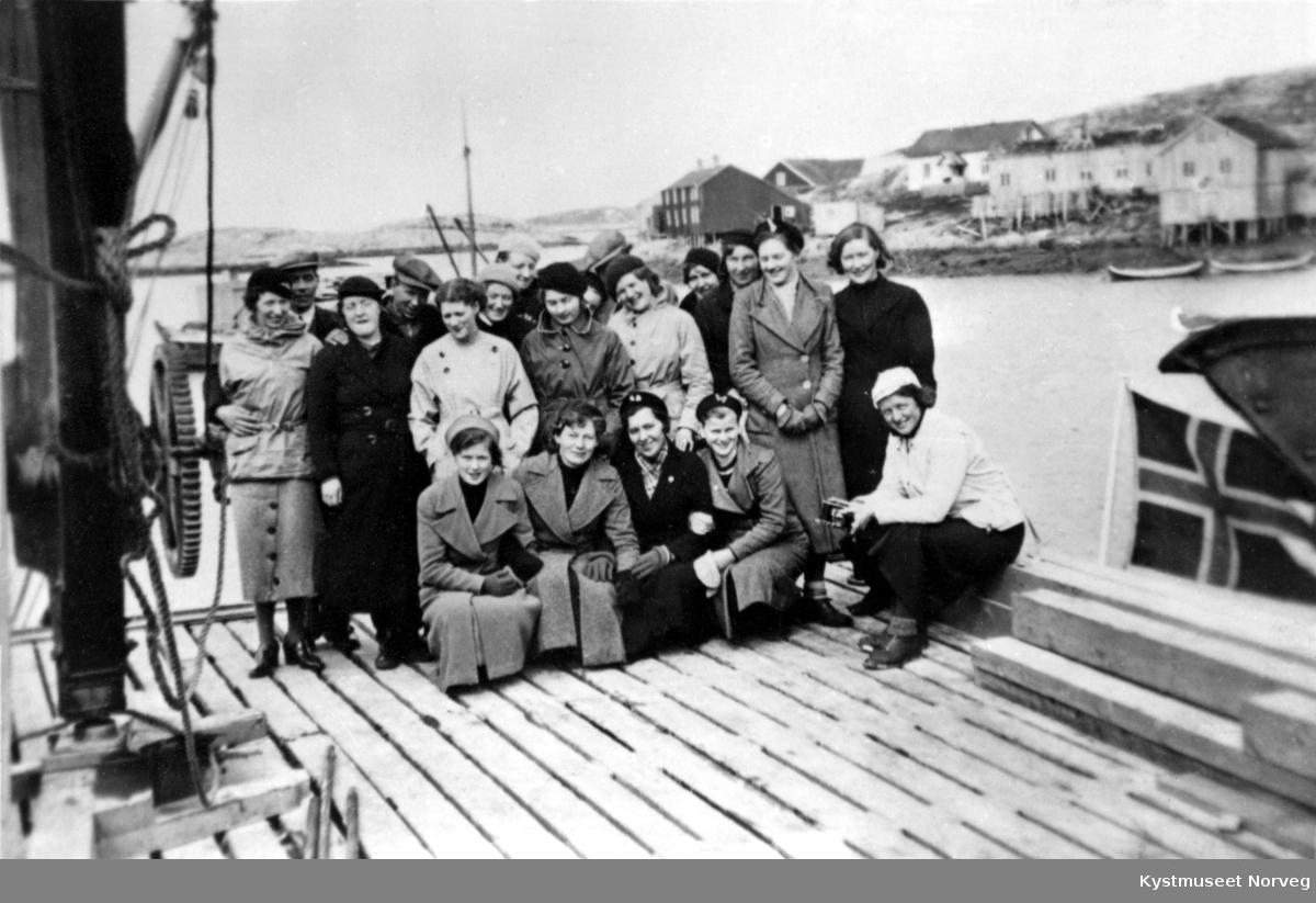 Husmorkurs-deltakere på Sør-Gjæslingan tur