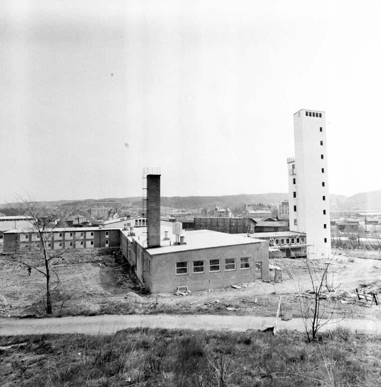"""Enligt notering: """"Den Nya Brandstationen Uddevalla 9/5 -60""""."""